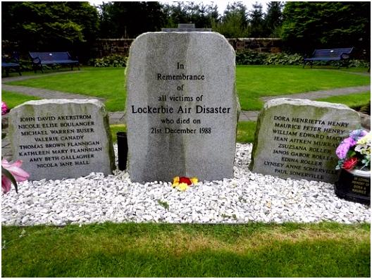 Lockerbie de herdenkongs steen Picture of Lockerbie Garden of