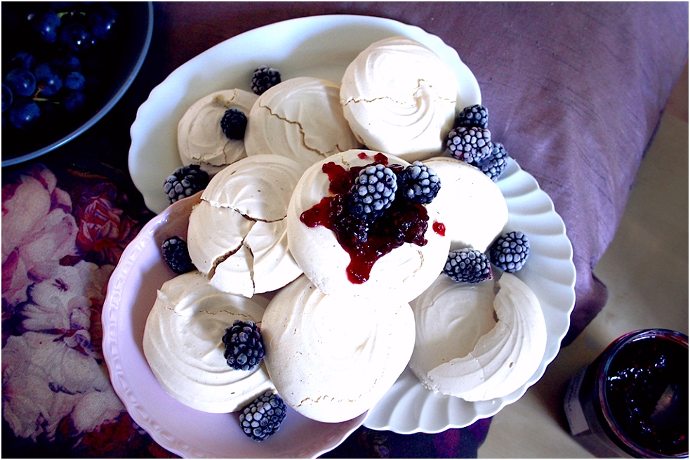 Super easy & yummie vegan meringues