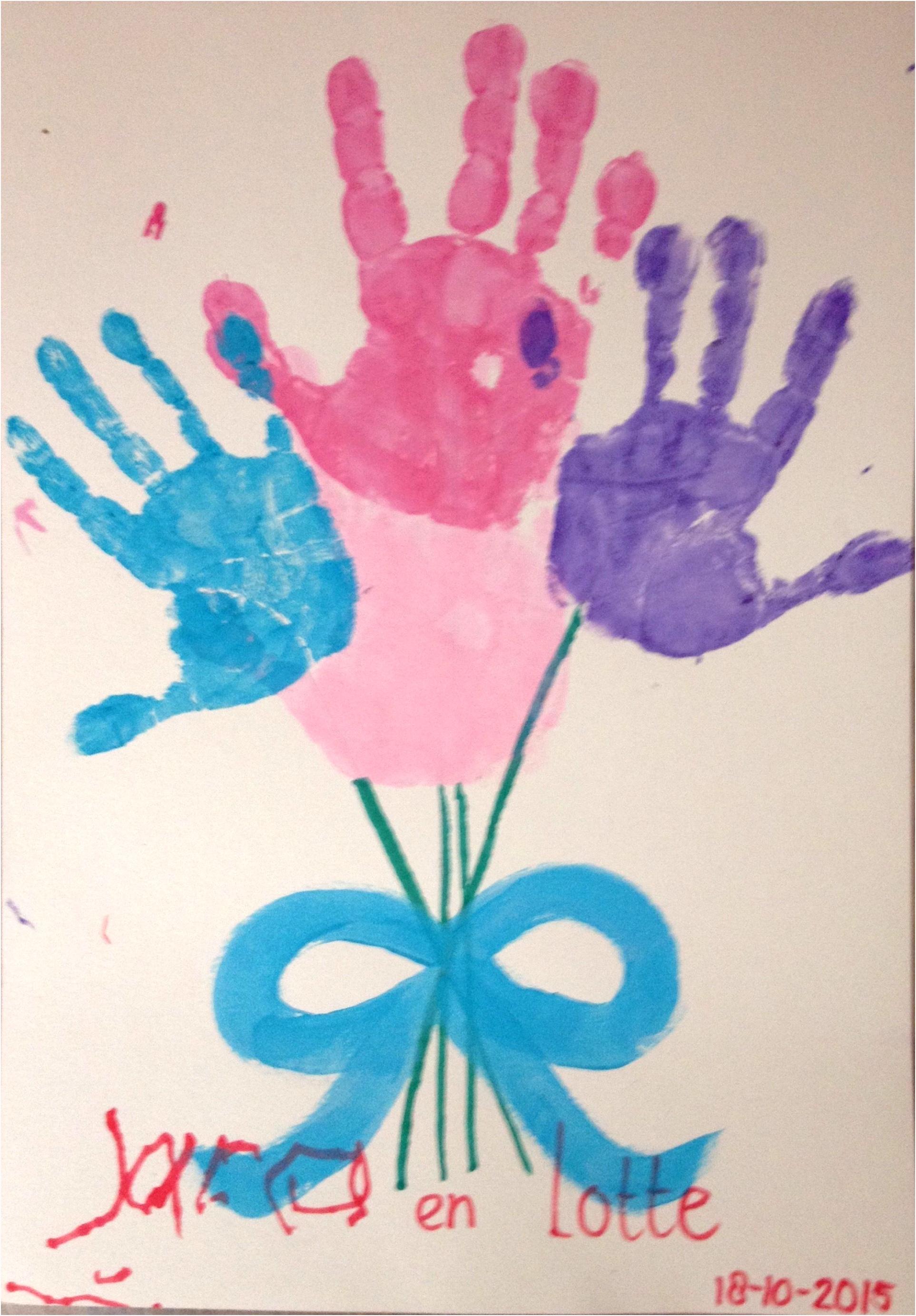 Mooi boeket van handen gemaakt van vingerverf Leuk voor vaderdag