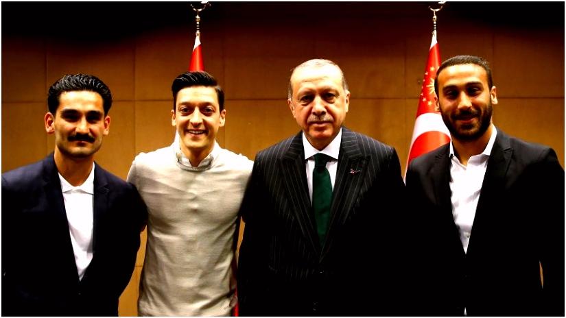 """Mesut –zil """"Ik zou foto met Erdogan zo weer maken"""""""