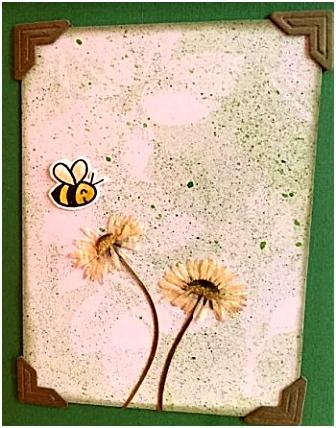 Met droogbloemen kun je prachtige natuurkaarten maken om op te sturen