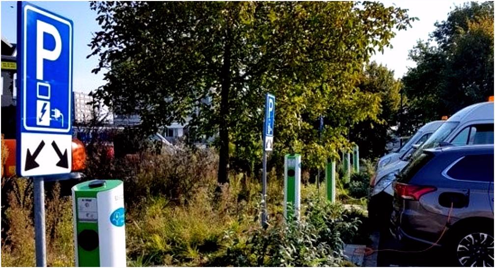 90 zonnepanelen en 5 laadpalen bij renpark Emmen