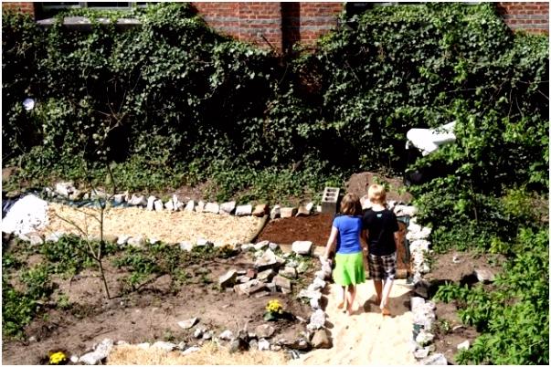 Het Blote Voeten Pad Blote Voetenpad In Sint Jozefinstituut Bokrijk Genk Het Belang T8pn97njj4 V5qp64bss6