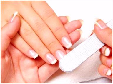 French Nails selber machen Anleitung zur Maniküre