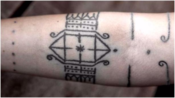 Tattoos aus Asien Globetrotterin Kim lässt sich auf Reisen