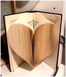 Eine einfach erklärte Anleitung zum Bücher falten Ein Herz mit