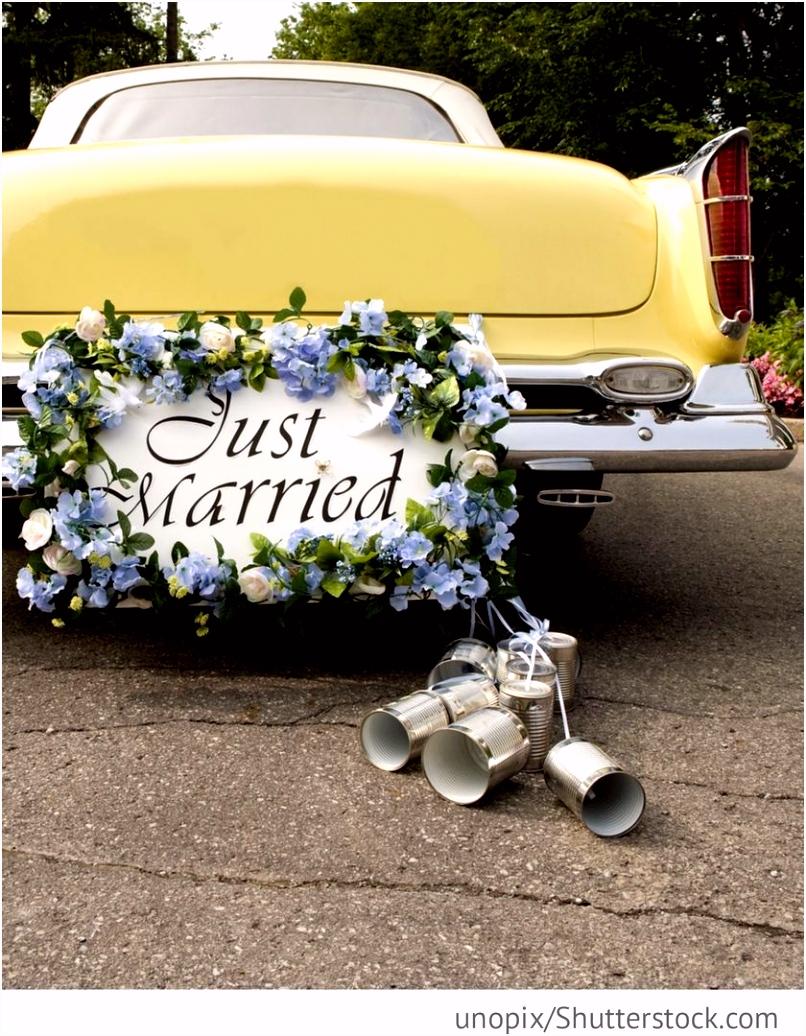 Just Married Schild am Hochzeitsauto mit Blechdosen für Hochzeit
